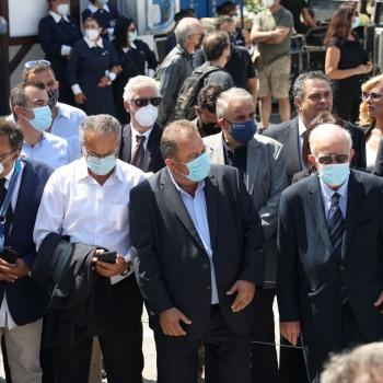 Αντιπροσωπεία του Δήμου Ηρακλείου στην κηδεία του Μίκη Θεοδωράκη