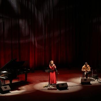 """Μένουμε Σπίτι και παρακολουθούμε online τη συναυλία της Σαβίνας Γιαννάτου SAVINA YANNATOU """"In Cretan Mode""""  (video)"""